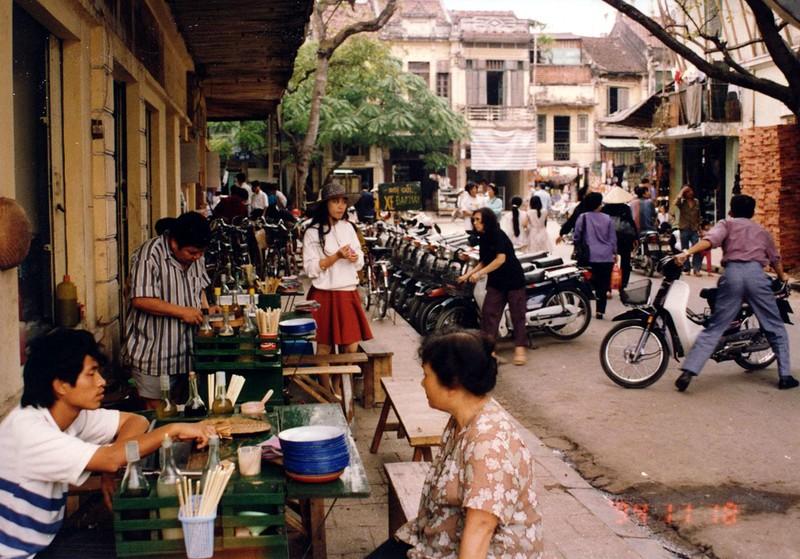 Ha Noi nam 1994 cuc chat qua ong kinh nguoi Nhat-Hinh-4
