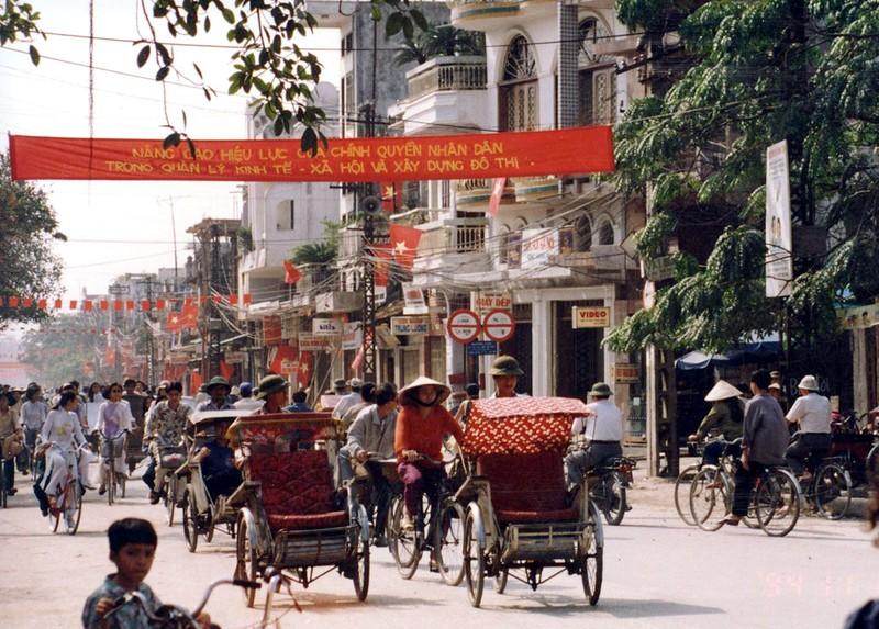 Ha Noi nam 1994 cuc chat qua ong kinh nguoi Nhat