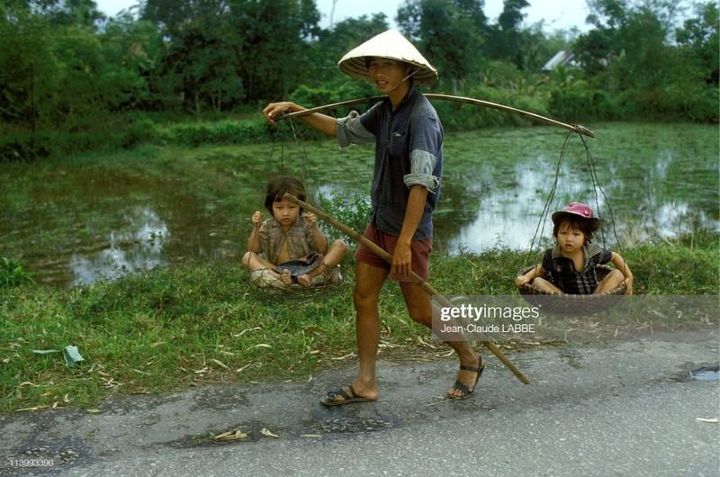 Cuoc song than thuong o nong thon Viet Nam dau thap nien 1990-Hinh-10
