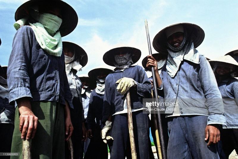 Cuoc song than thuong o nong thon Viet Nam dau thap nien 1990-Hinh-14