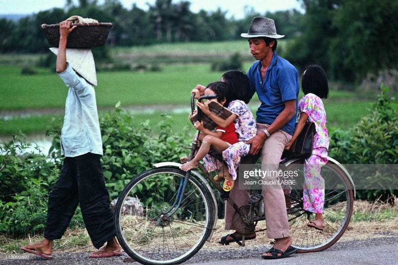 Cuoc song than thuong o nong thon Viet Nam dau thap nien 1990-Hinh-4