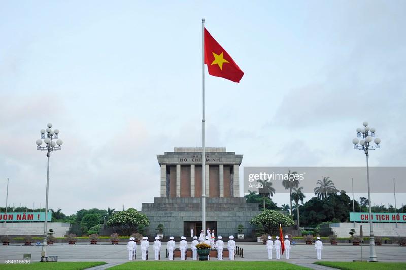 Quoc ky Viet Nam day khi the trong mat phong vien quoc te-Hinh-2