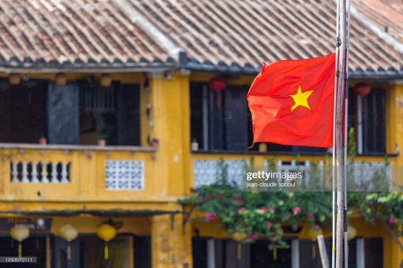 Quoc ky Viet Nam day khi the trong mat phong vien quoc te-Hinh-6