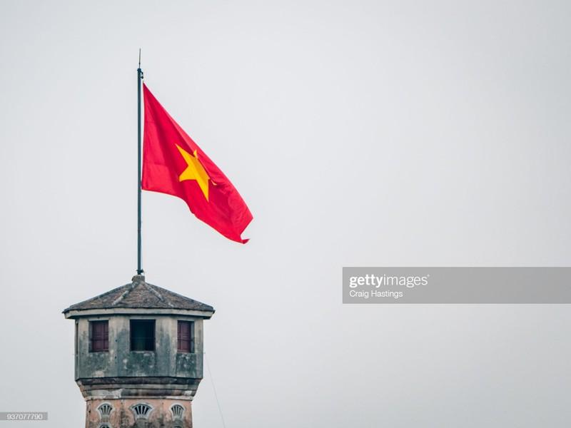 Quoc ky Viet Nam day khi the trong mat phong vien quoc te