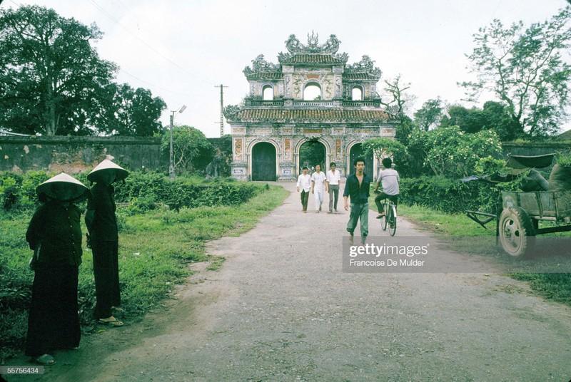 Khung canh binh di o Hoang thanh Hue nam 1989-Hinh-15