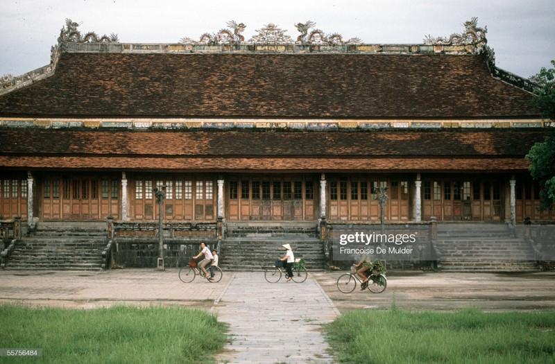 Khung canh binh di o Hoang thanh Hue nam 1989-Hinh-3