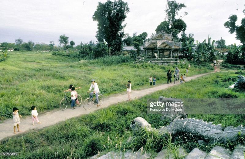Khung canh binh di o Hoang thanh Hue nam 1989-Hinh-4