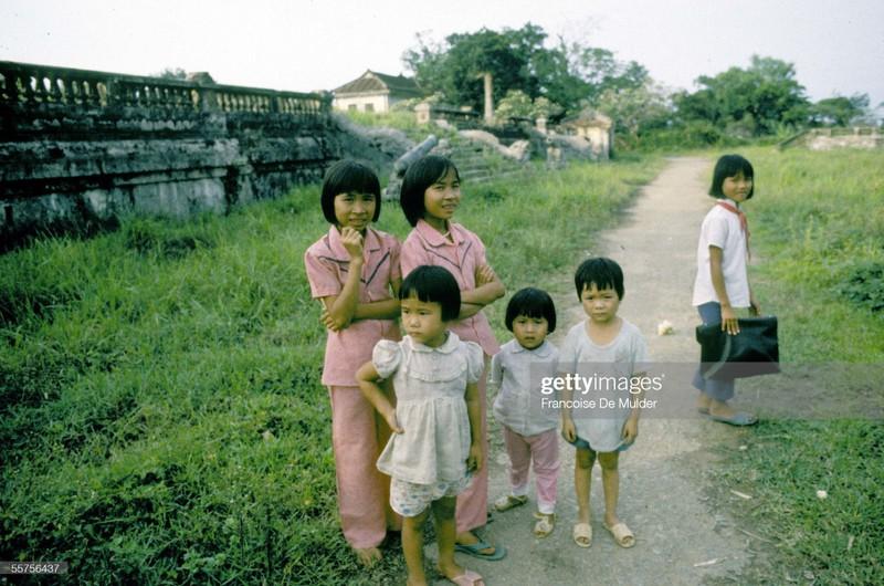 Khung canh binh di o Hoang thanh Hue nam 1989-Hinh-5