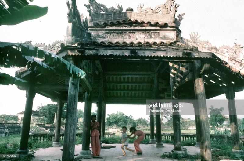 Khung canh binh di o Hoang thanh Hue nam 1989-Hinh-7
