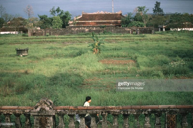 Khung canh binh di o Hoang thanh Hue nam 1989-Hinh-9