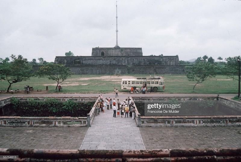 Khung canh binh di o Hoang thanh Hue nam 1989