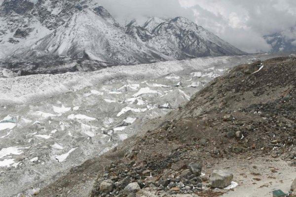 Gan 2 ty nguoi bi de doa tinh mang khi nui Himalaya dang tan chay-Hinh-5