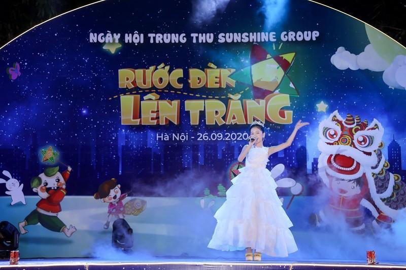 """Cu dan nhi tung bung 'Ruoc den len trang"""" trong dem hoi Trung thu cua Sunshine Group-Hinh-5"""