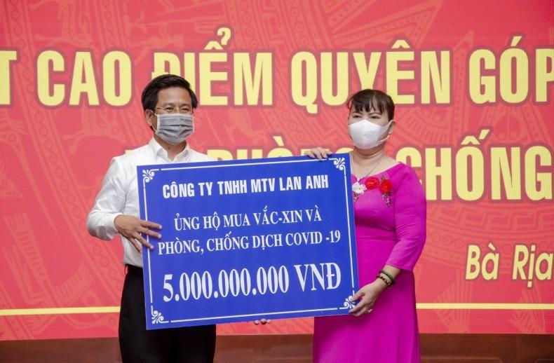 BDS Lan Anh ung ho 10 ty dong mua vaccine phong chong dich COVID-19