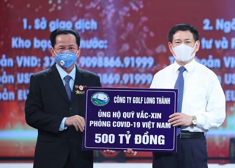 Golf Long Thanh ung ho 500 ty dong vao Quy vaccine phong chong COVID-19