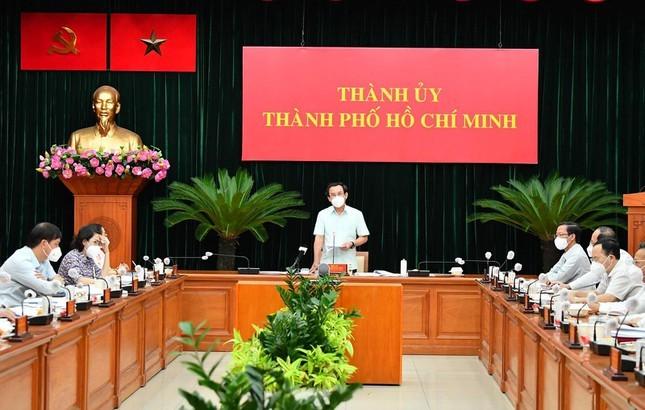 Bi thu Nguyen Van Nen: Co the TP HCM phai xin them 2 tuan de kiem soat dich