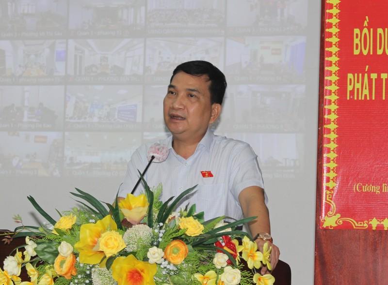 Pho Giam doc Cong an TP HCM Nguyen Sy Quang: Ba con buc bach lam moi ve que