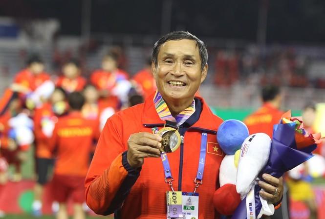 Ty phu Pham Nhat Vuong tang HLV Mai Duc Chung xe VinFast Lux A2.0 tri gia 1,35 ty dong