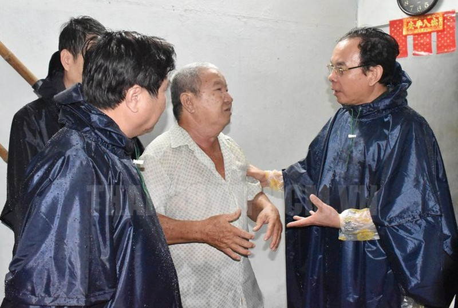 Tan Bi thu Thanh uy TP HCM Nguyen Van Nen dam mua tim ke chong ngap-Hinh-2