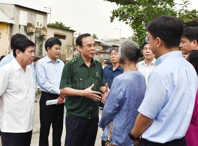 Tan Bi thu Thanh uy TP HCM Nguyen Van Nen dam mua tim ke chong ngap