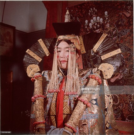 Loat anh dac sac ve the gioi tam linh o Ulan Bator nam 1962-Hinh-12