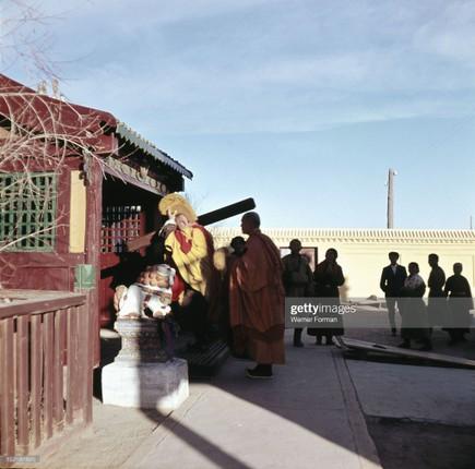 Loat anh dac sac ve the gioi tam linh o Ulan Bator nam 1962-Hinh-2