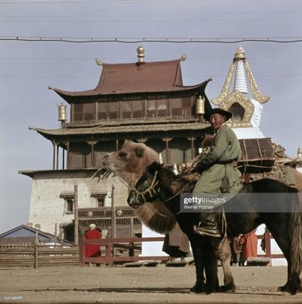 Loat anh dac sac ve the gioi tam linh o Ulan Bator nam 1962-Hinh-4