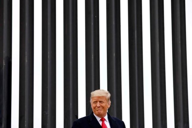 Tong thong Trump tham buc tuong bien gioi My-Mexico-Hinh-2