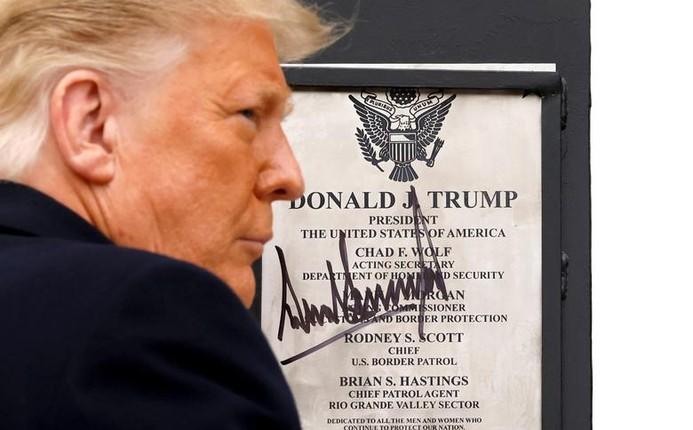 Tong thong Trump tham buc tuong bien gioi My-Mexico-Hinh-3