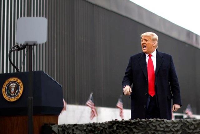 Tong thong Trump tham buc tuong bien gioi My-Mexico-Hinh-4