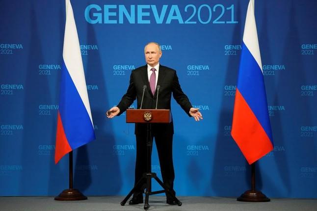 Tong thong My Joe Biden tang mon qua bat ngo cho ong Putin-Hinh-10