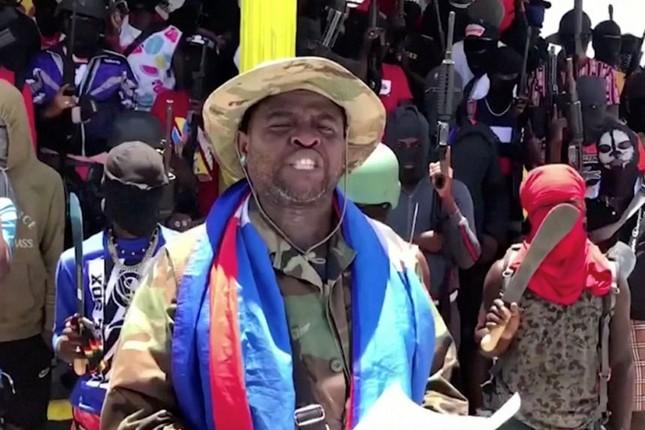 """Chan dung trum bang dang tuyen bo """"soc"""" sau vu am sat Tong thong Haiti-Hinh-8"""