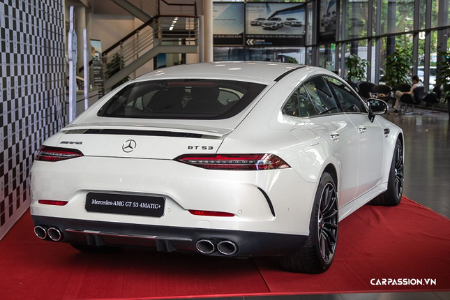 Can mat xe Mercedes-AMG GT 53 4Matic+ co gia hon 6 ty-Hinh-4