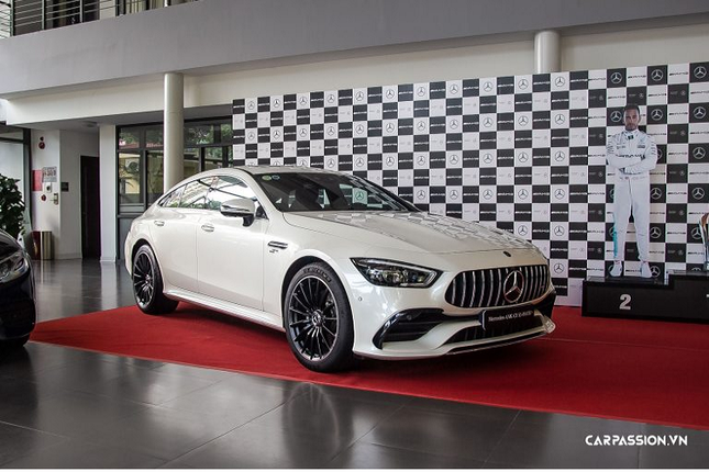 Can mat xe Mercedes-AMG GT 53 4Matic+ co gia hon 6 ty