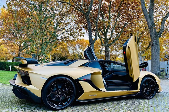 Dai gia Cuong Do la tau sieu xe Lamborghini Aventador SVJ mui tran-Hinh-4