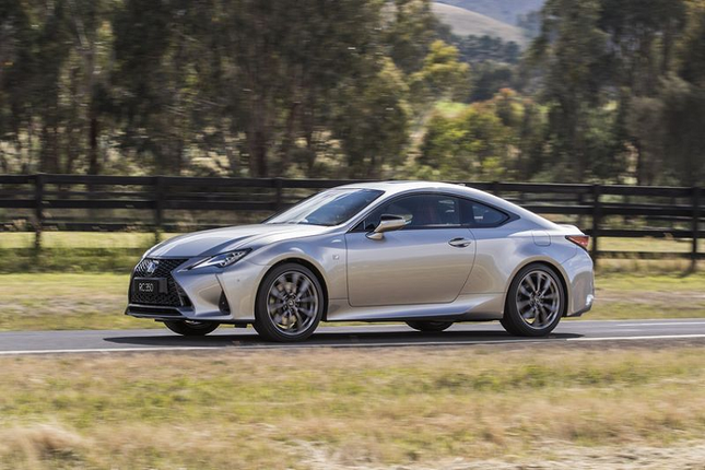 Can canh Lexus RC 2021 sang chanh gia hon 1 ty dong-Hinh-2