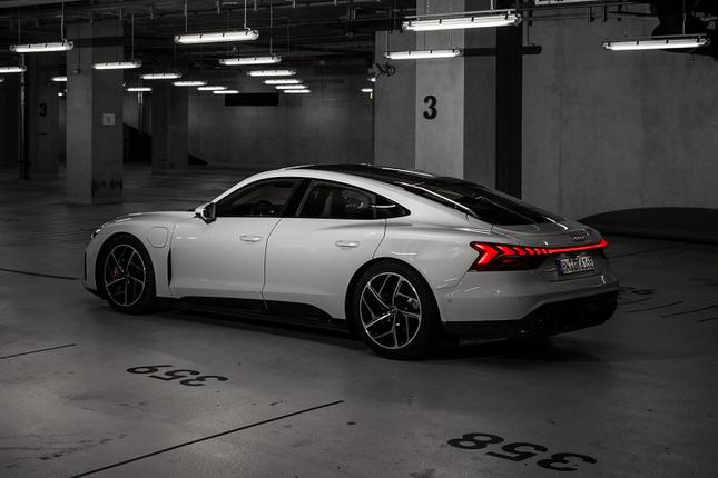 3 ong lon xe sang Audi, BMW va Lexus dua san xuat oto dien-Hinh-3