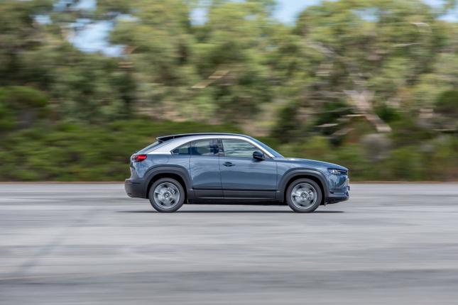 Mazda MX-30 chay dien ban gia tu 1,16 ty dong tai Uc-Hinh-2