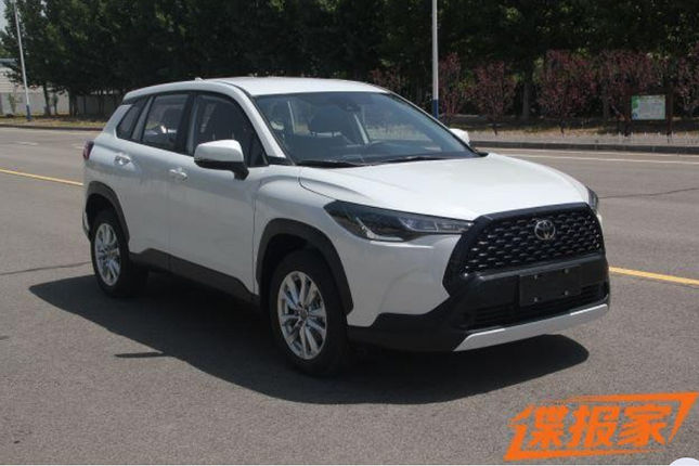 Can canh Toyota Frontlander 2022 tai Trung Quoc giong het Cross