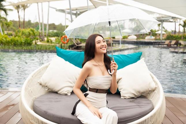 Dien vien Ninh Duong Lan Ngoc khoe vong eo con kien