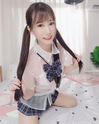 Hotgirl Huu Huu mac dien trang phuc nu sinh ngan cun con-Hinh-3