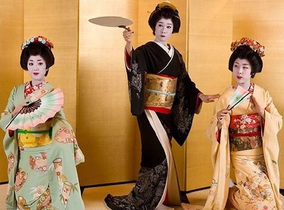 Bi mat ve qua trinh kho luyen cua Geisha Nhat Ban