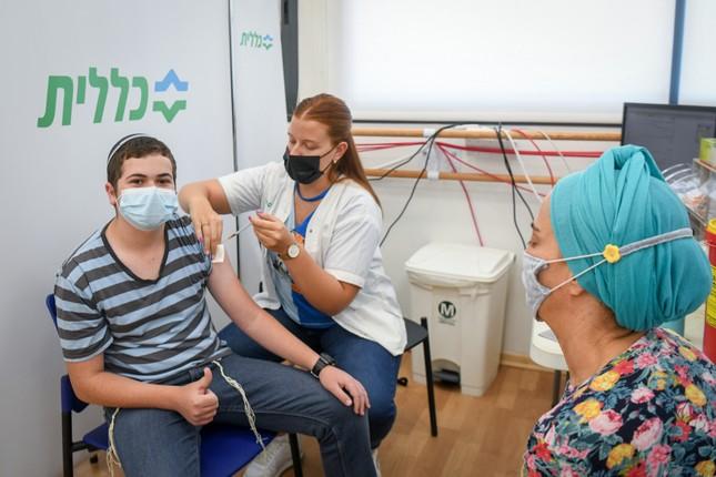 Cac chuyen gia y te: Vaccine COVID-19 dang hieu qua, chua can tiem lieu tang cuong-Hinh-6