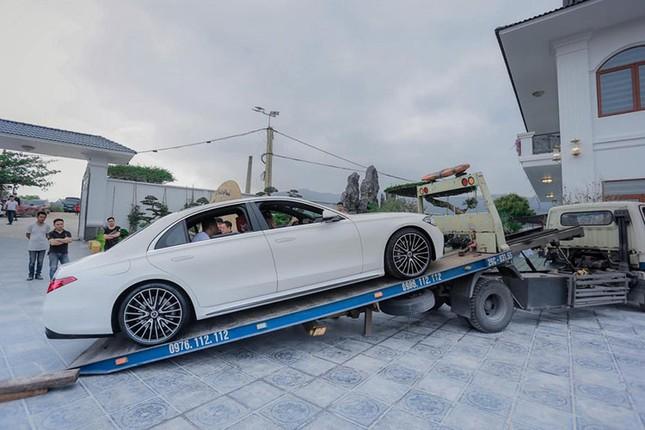 Dai gia lan dot bien Quang Ninh chi 26 ty dong rinh ve cap Mercedes-Hinh-2