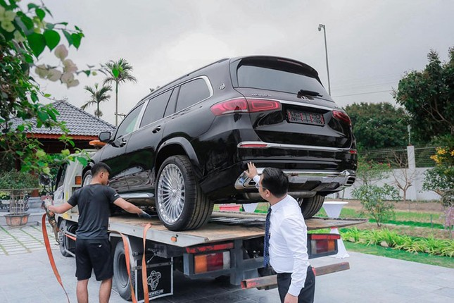 Dai gia lan dot bien Quang Ninh chi 26 ty dong rinh ve cap Mercedes-Hinh-3