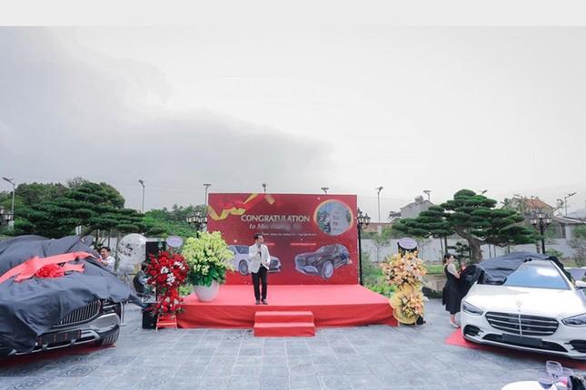 Dai gia lan dot bien Quang Ninh chi 26 ty dong rinh ve cap Mercedes