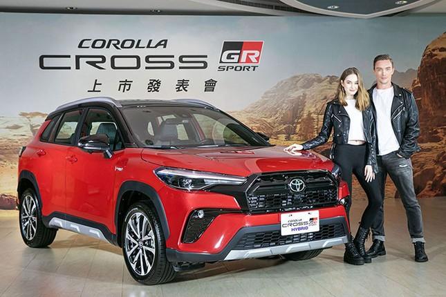 Can canh Toyota Corolla Cross GR Sport 2021 gia tu 719 trieu dong