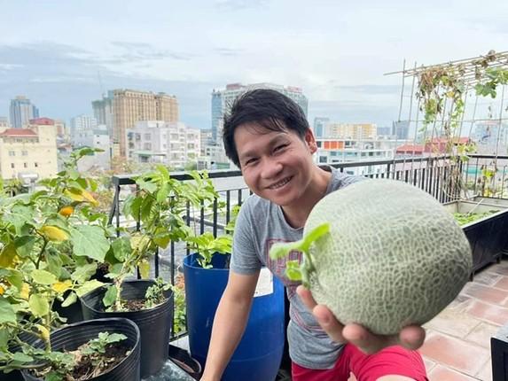 Xem vuon rau xanh muot tren san thuong nha ca si Trong Tan-Hinh-3