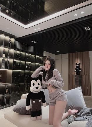 Hotgirl Viet dinh dam song trong cac can nha sang chanh nhu nao?-Hinh-10