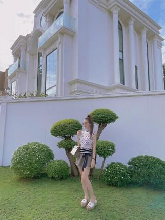 Hotgirl Viet dinh dam song trong cac can nha sang chanh nhu nao?-Hinh-6
